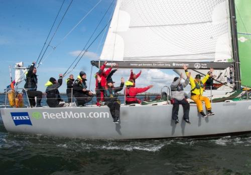 """Große Freude über ihren Erfolg bei der Regatta hanseboot Rund Bornholm bei der Crew der """"Ospa"""""""
