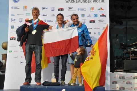 Raceboard-WM-Men-Overall-1.-Maksymilian-Wojcik-2.-Alenander-Buchau-3.-Toni-Colomar-Torres-Foto-Katrin-Heidemann