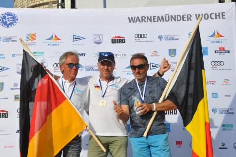 Raceboard-WM-Veteranen-1.-Bernd-Neumann-2.-Walter-Radeke-3.-Patric-Roelandts-Foto-Katrin-Heidemann