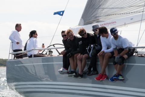 Die immer fröhliche Crew der Halbtrocken 4.0 kurz nach dem Start zur Langstrecke