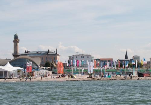 Die Sport und Beacharena von See aus