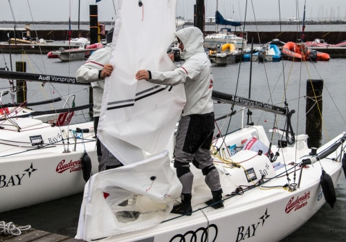 Die Boote für die 2. Segel-Bundesliga werden für die morgige Regatta vorbereitet