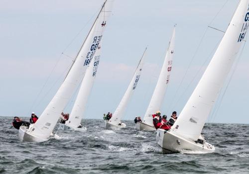 Die Flotte der H-Boote auf dem Weg zur Luvtonne