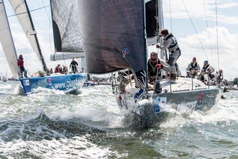 """Die """"Glashäger"""" (links) und die """"Ember Sea"""" machen sich auf, den Rekord bei der Regatta hanseboot Rund Bornholm zu brechen"""