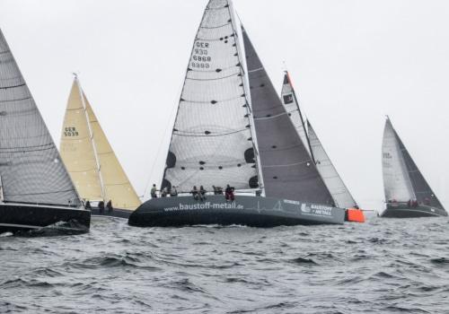 Der Start zum Warnemünde Cup der Yachten eröffnete die Regatten der Warnemünder Woche