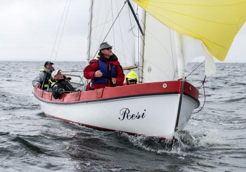 """Kutter """"Resi"""" mit Hubert Zisch am Ruder führt nach dem ersten Regattatag bei den Kuttern K10"""