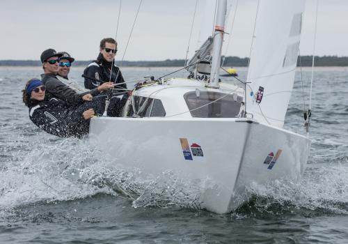 Peter ZAUNER ersegelte sich mit seiner Crew den ersten Platz bei den H-Booten. Foto Pepe Hartmann