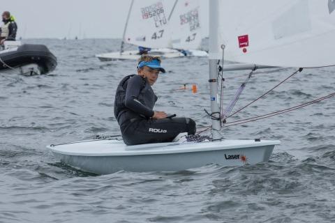 Bei den Laser 4.7 siegte Ole SCHWECKENDIEK aus Deutschland. Foto Pepe Hartmann
