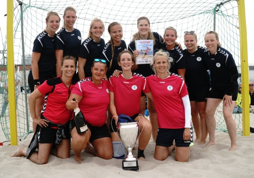 """Das Team """"Alle für Qualle"""" setzte sich bei den Damen an die Spitze und gewann überraschend."""