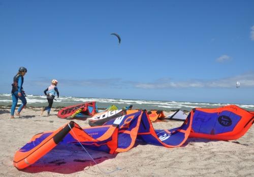 Kiter bei der Vorbereitung zum Training